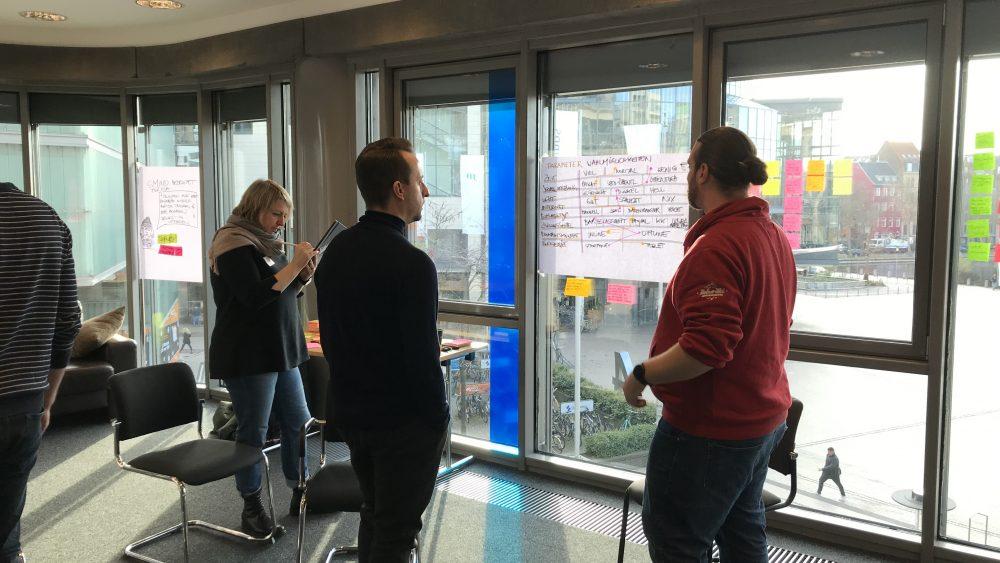 UXP Dominique Winter diskutiert mit Teilnehmern